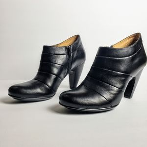 Sofft Black Leather Ankle Booties Size 7.5